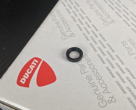 Genuine Ducati clutch push rod oil seal. Ducati part-no. 93040491A replaces 050449060.